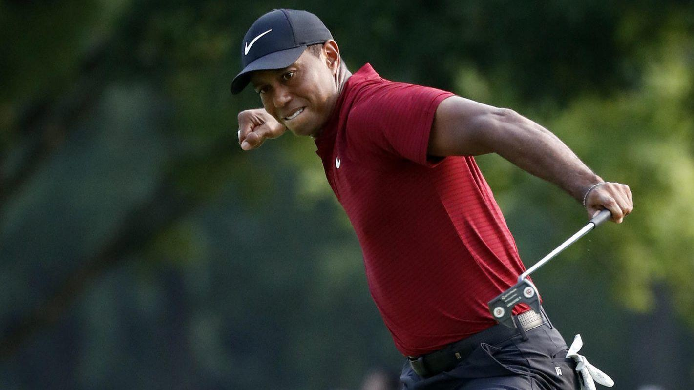 tiger woods u0026 39  late charge helps pga championship to 73