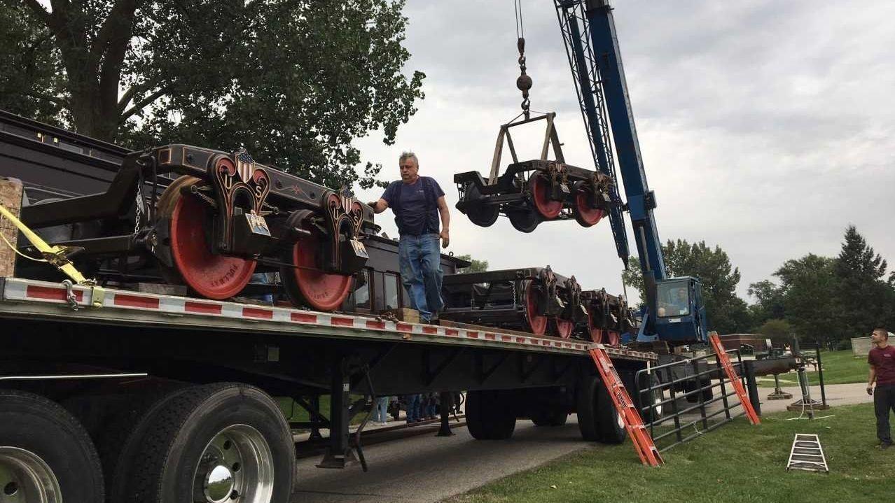 Replica 1865 Lincoln Funeral Car Rolls Into Antioch Lake County