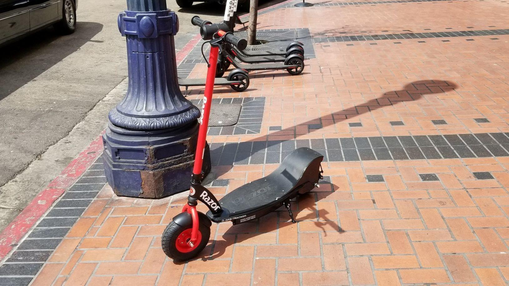 Dockless Razor Scooter Rolls Into San Diego The San Diego Union