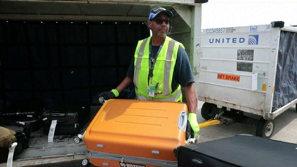 United Bumps Up Baggage Fee To 30 Chicago Tribune