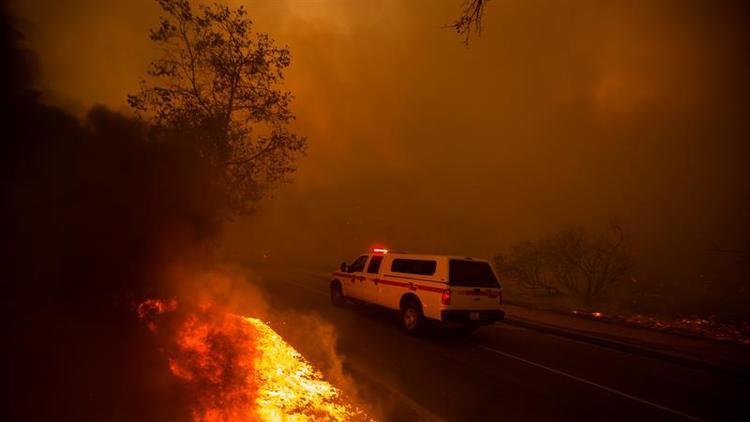 El incendio 'Delta' arrasa 6.200 hectáreas en California en menos de 24 horas