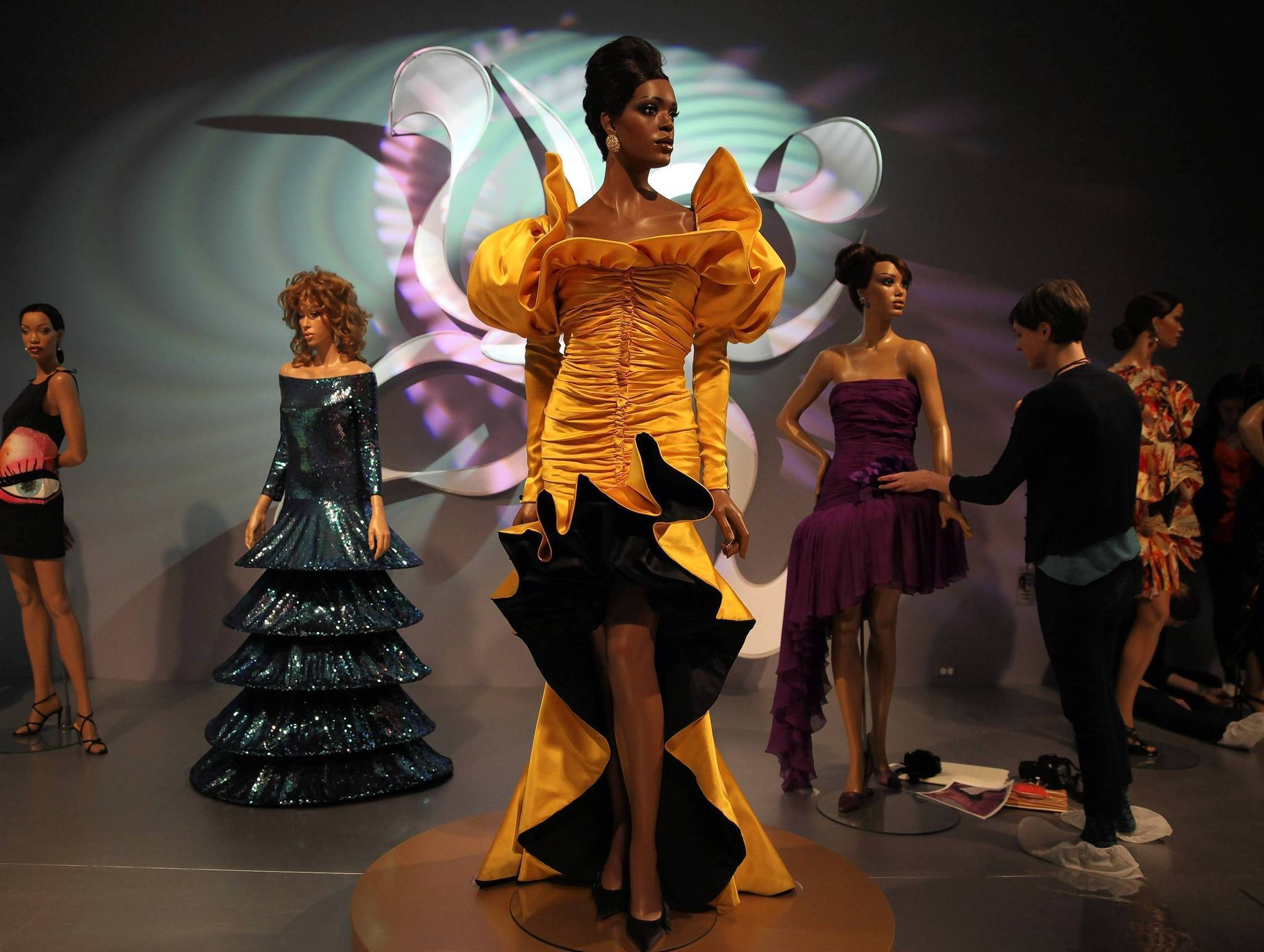 50 Years Of Ebony Fashion Fair Power Of Clothes To Effect Change Chicago Tribune