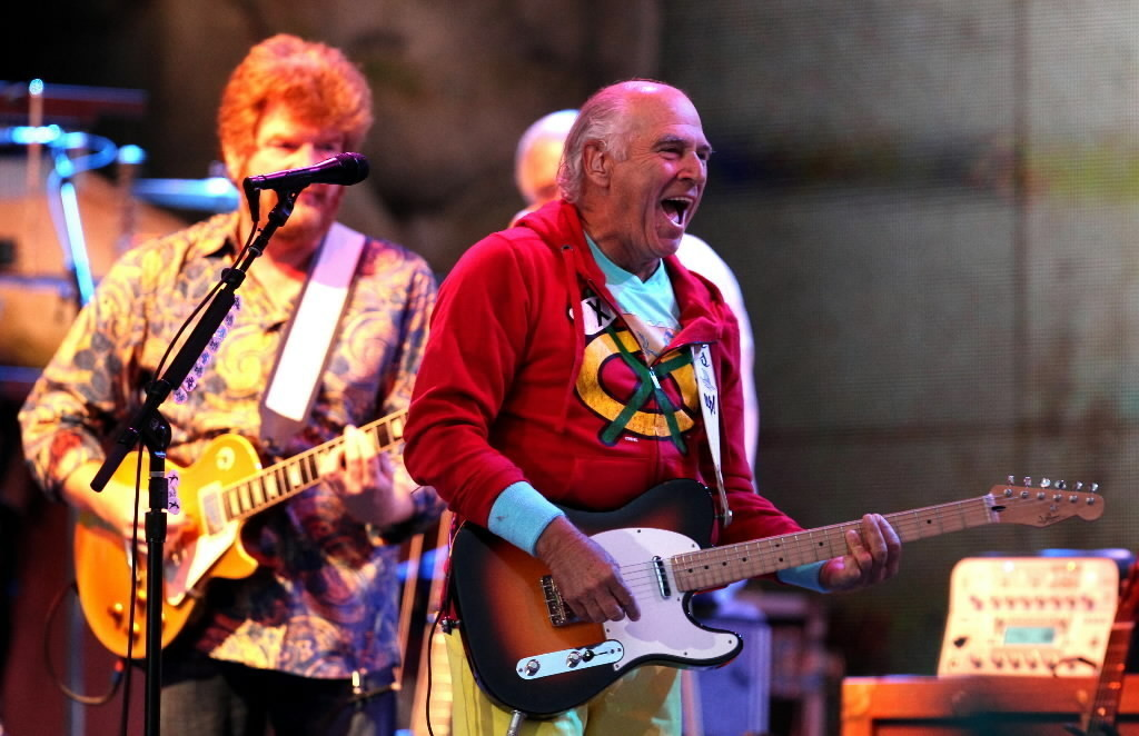 Review: Jimmy Buffett delivers, but Northerly Island doesn't