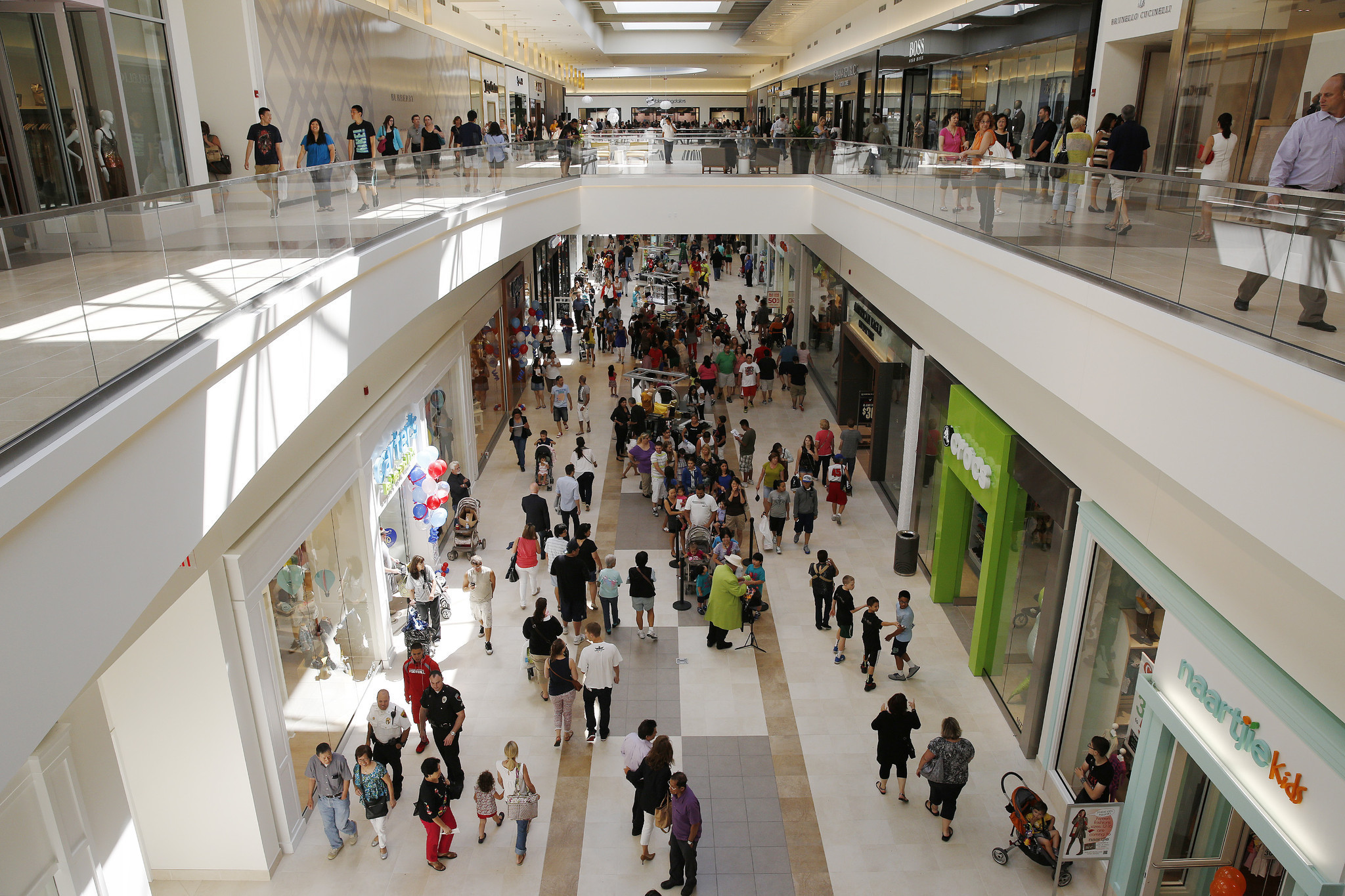 04022ea58e0 Fashion update  New stores at the Fashion Outlets of Chicago - Chicago  Tribune
