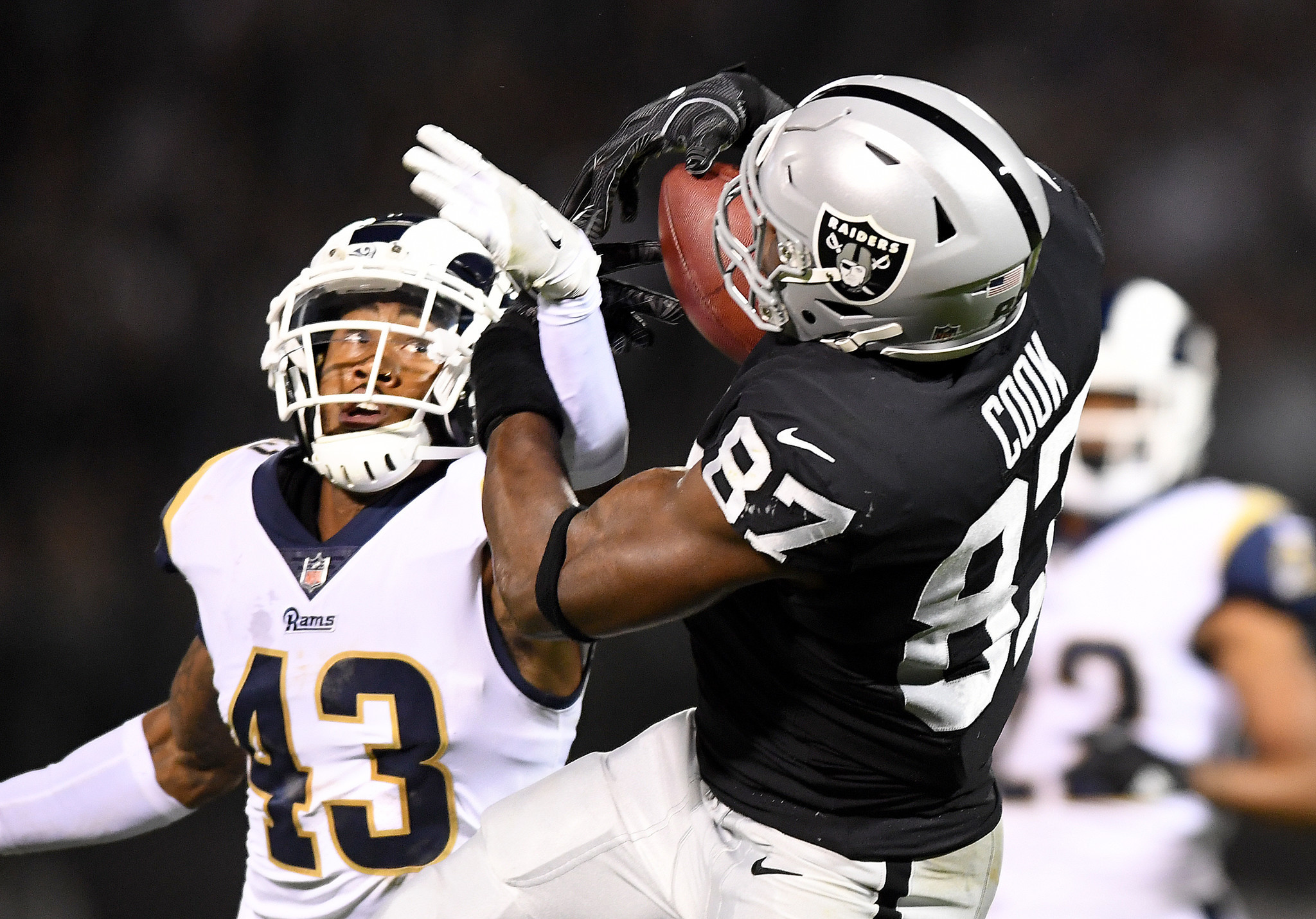 OAKLAND, CALIFORNIA SEPTEMBER 10, 2018-Raiders tight end Jared Cook makes a catch in front of Rams s