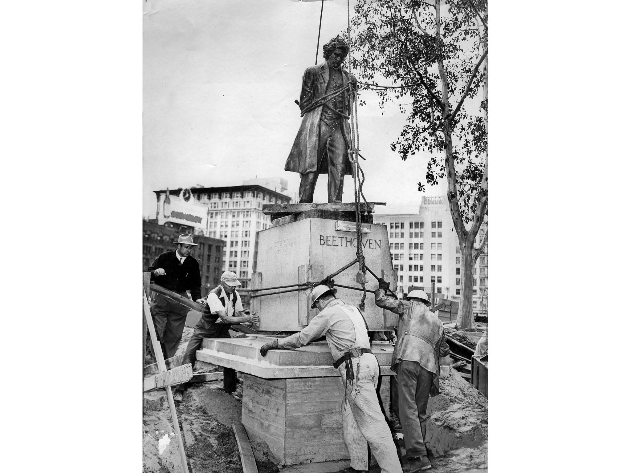 April 28, 1952: Statue of Beethoven is returned to Pershing Square after construction project at par