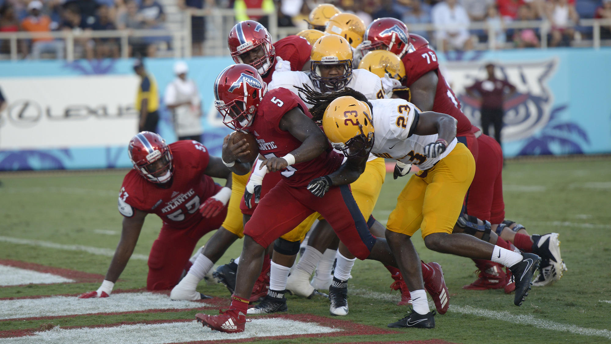 05046d734 Singletary rushes for FAU touchdown record in win over Bethune-Cookman -  Sun Sentinel