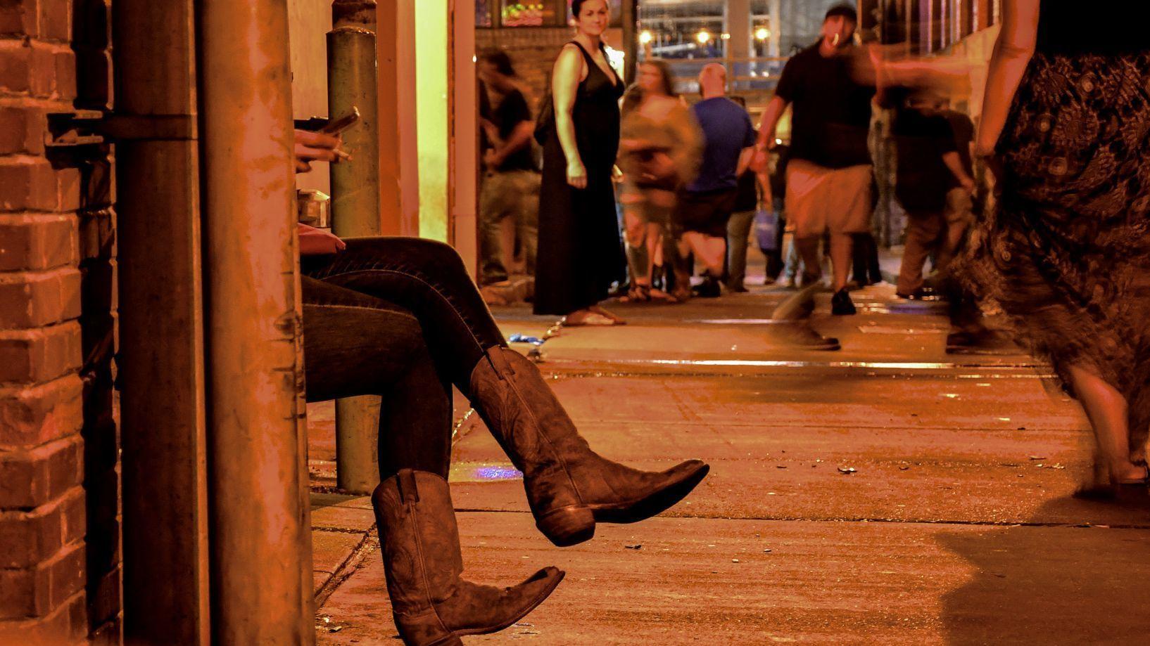 NASHVILLE, TN - Saturday night crowds fill the stress of Nashville's rowdy LoBro district, along Low