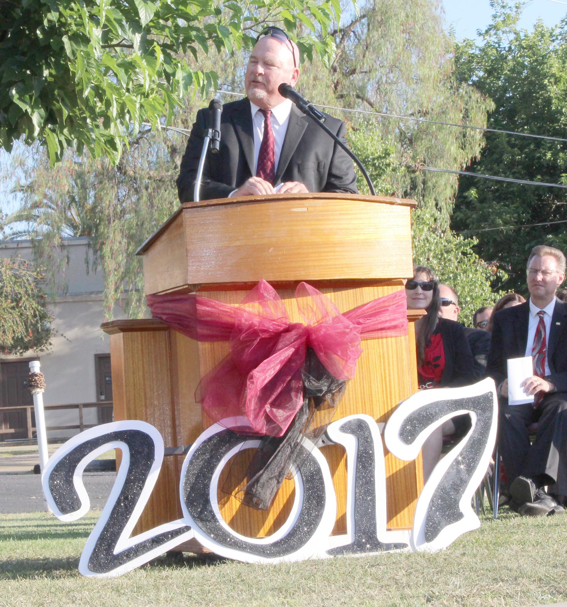 Dave Lohman tells 2017 graduates