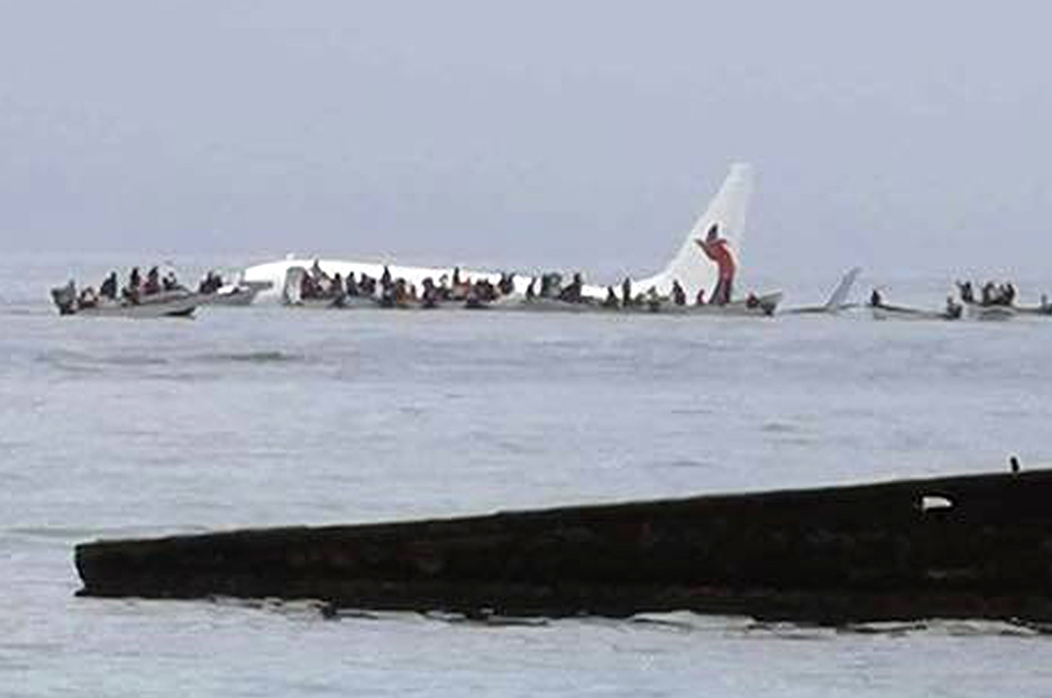 [Image: os-ap-everybody-on-plane-survives-crash-...n-20180928]