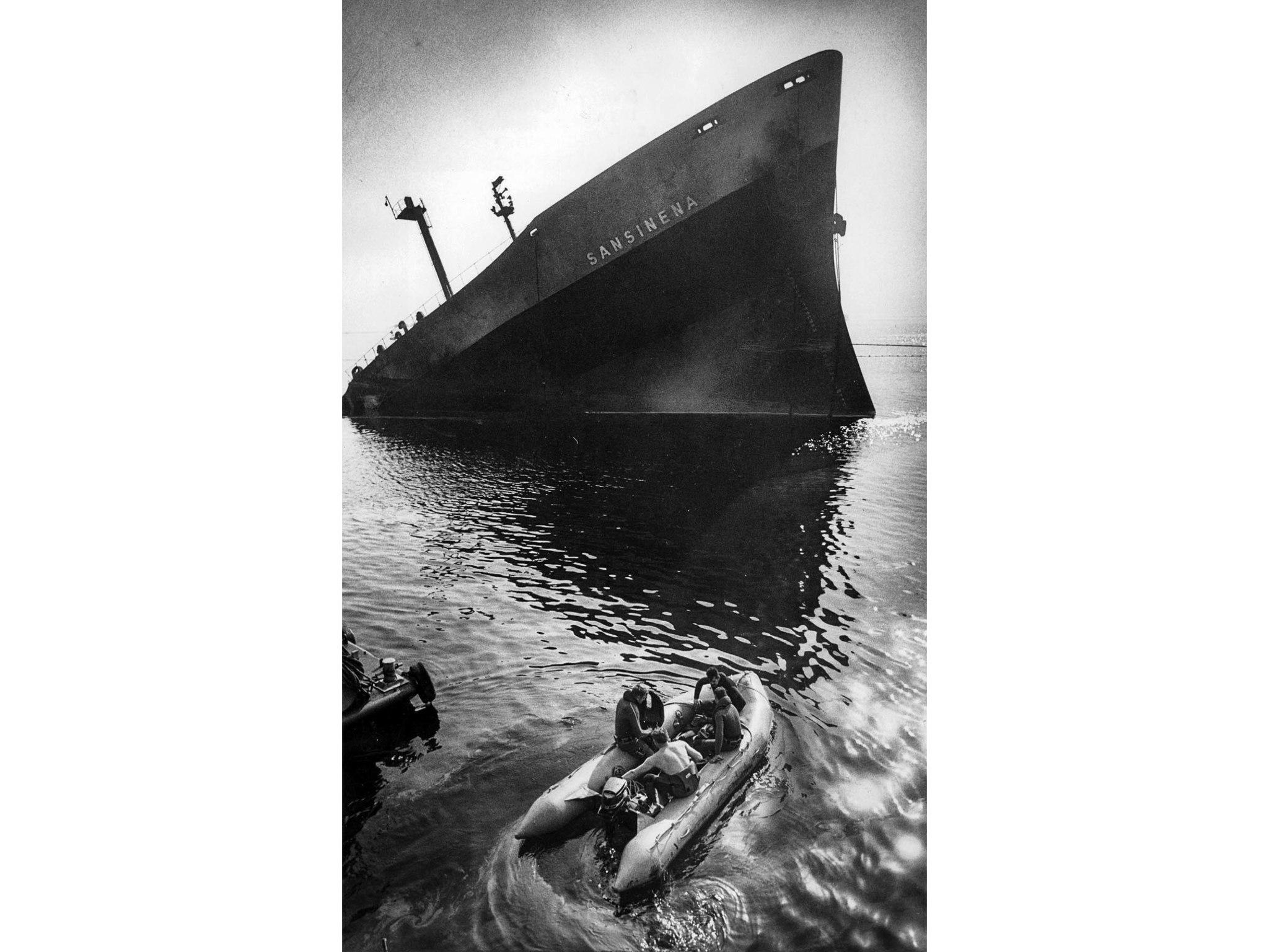 Dec. 20, 1976: U.S. Coast Guard divers prepare to search the water around the Sansinena.