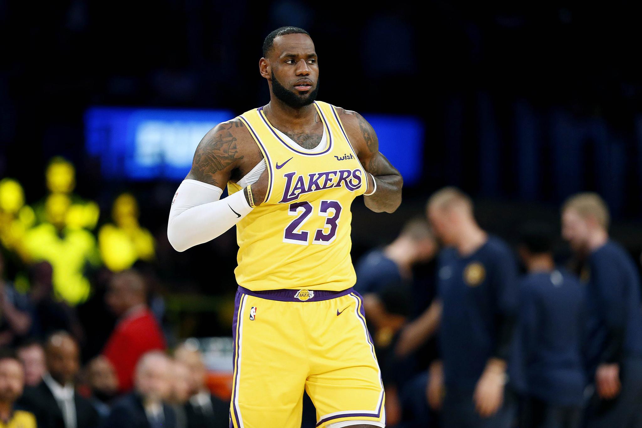 a0e0375684e PHOTOS  LeBron James in a Los Angeles Lakers uniform - Chicago Tribune