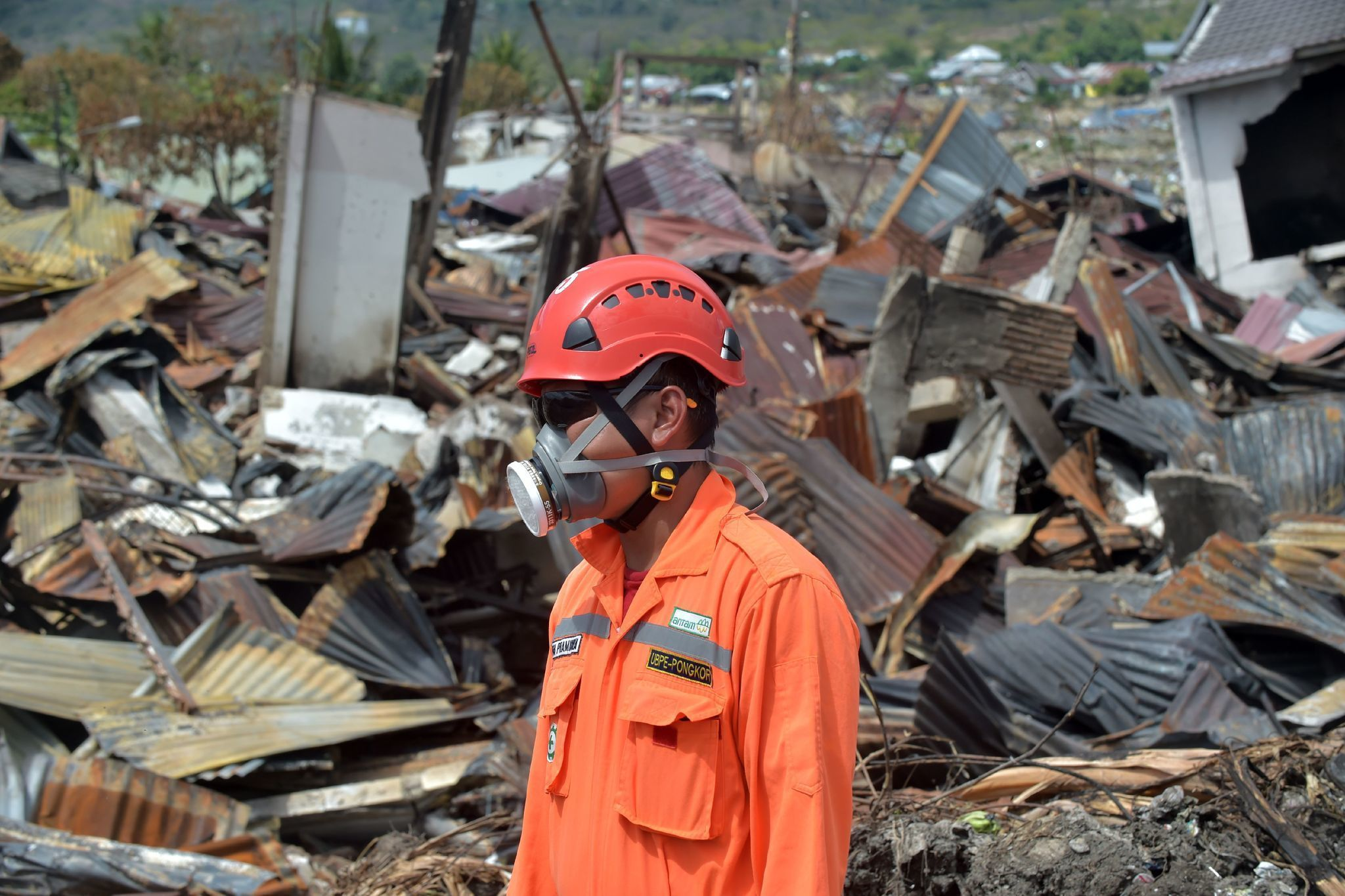 Death toll from earthquake and tsunami in Indonesia nears ...
