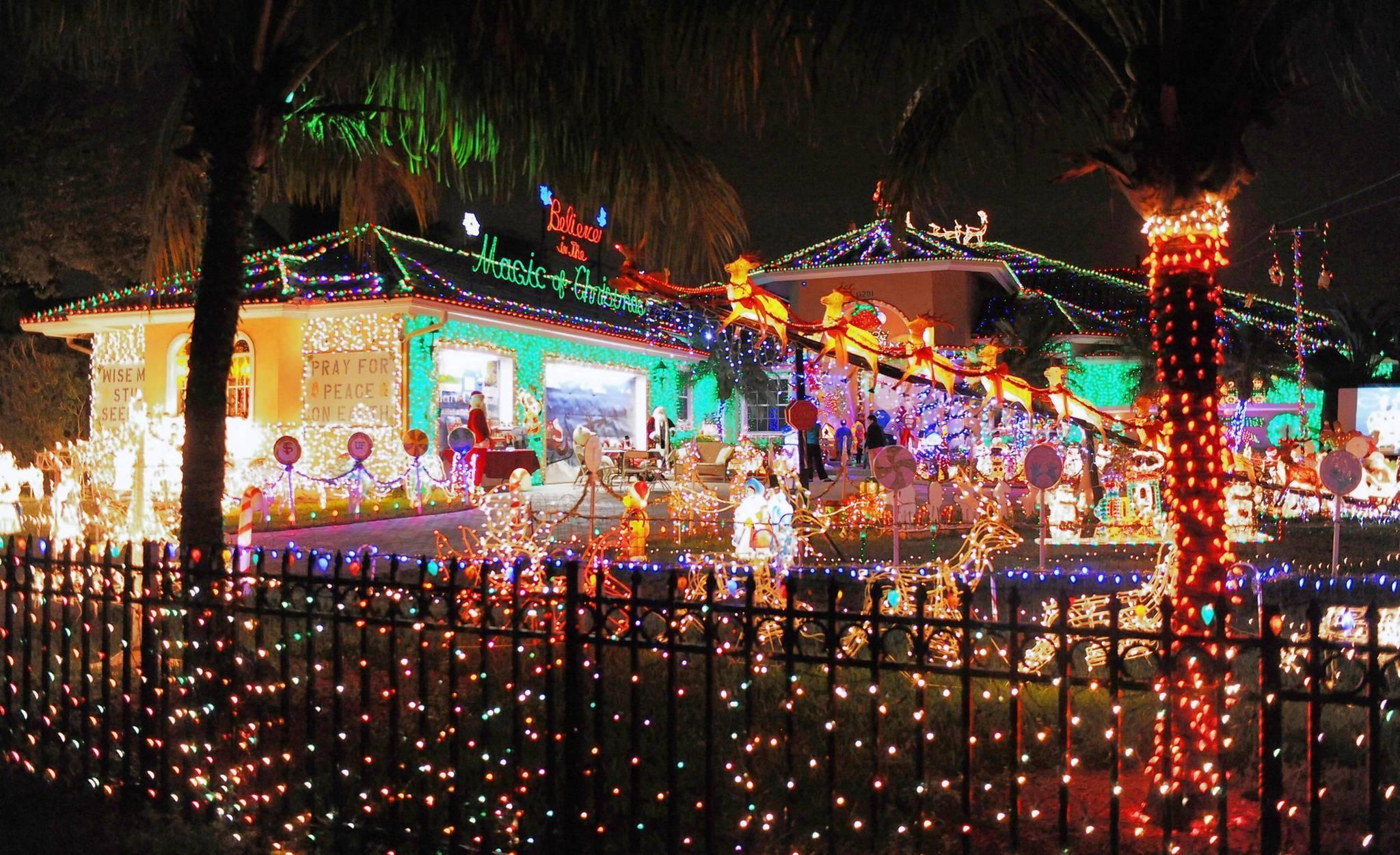 Huge Christmas Display At Plantation Home Is A Holiday