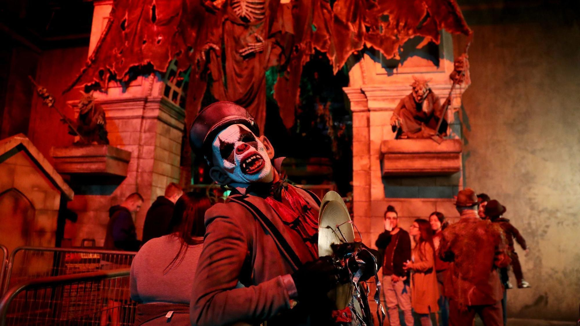 haunted houses in chicago 2018 our top 12 scares for your halloween chicago tribune