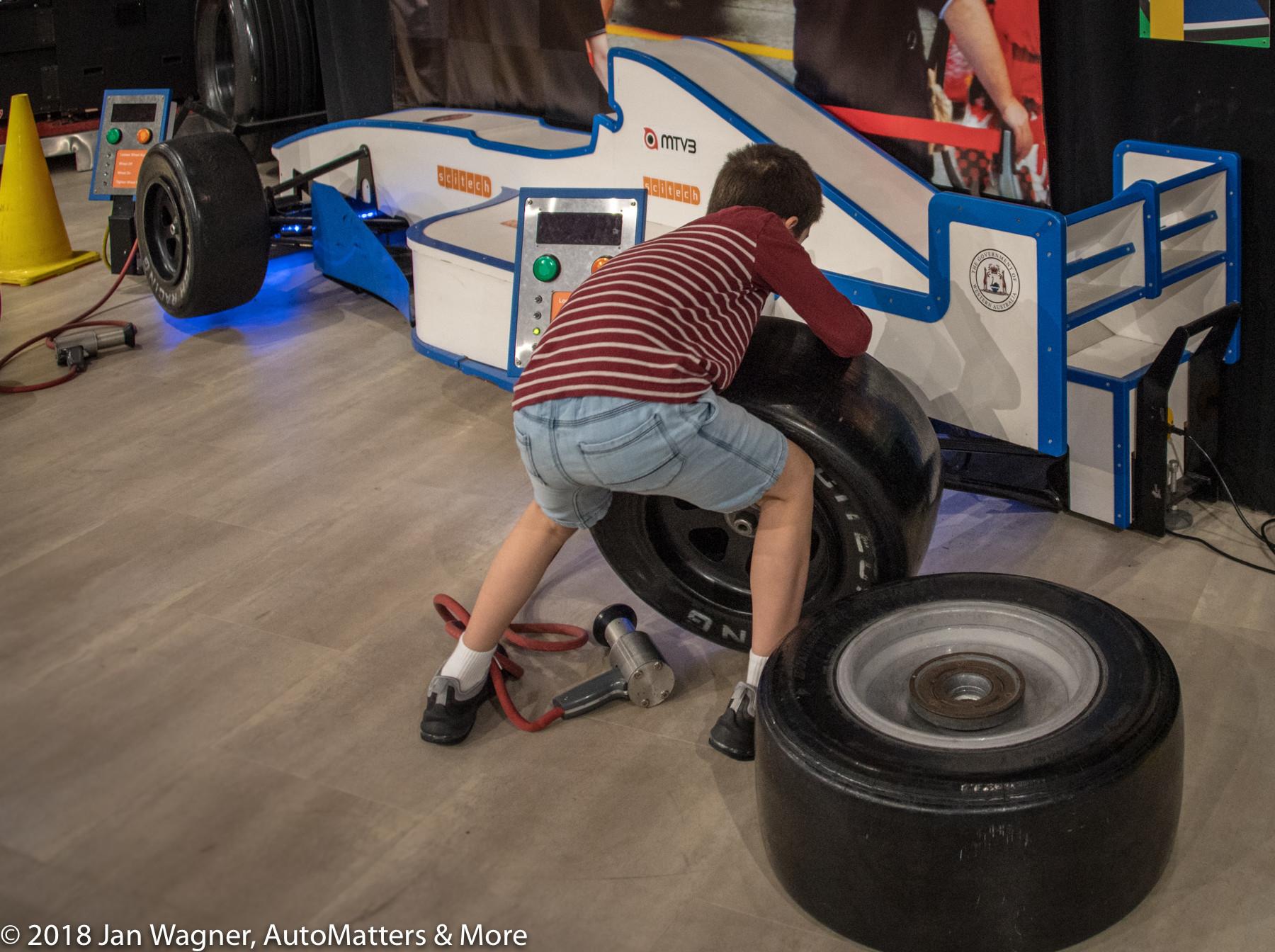 Race tire