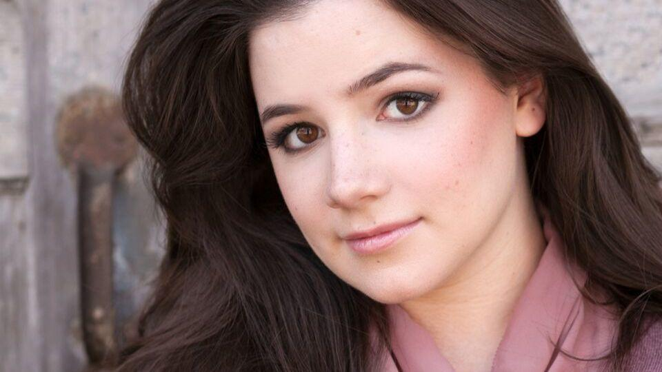 Elizabeth Stenholt To Play Dorothy In Paramount S The