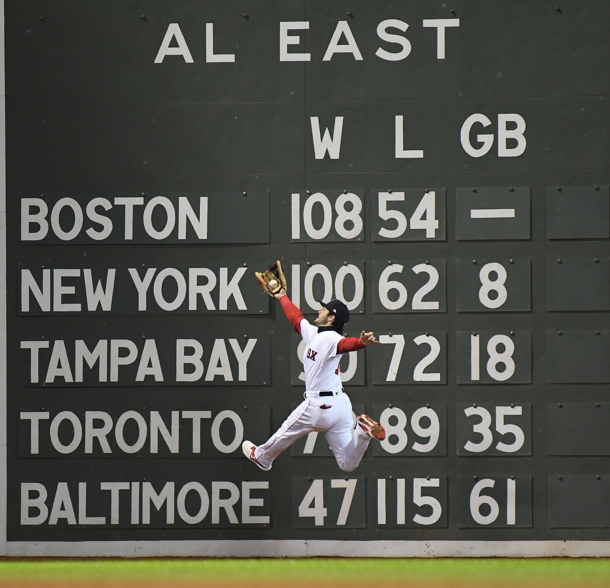 BOSTON, MA WEDNESDAY, OCTOBER 24, 2018 Red Sox Andrew Benintendi makes a leaping catch hit by Dodg