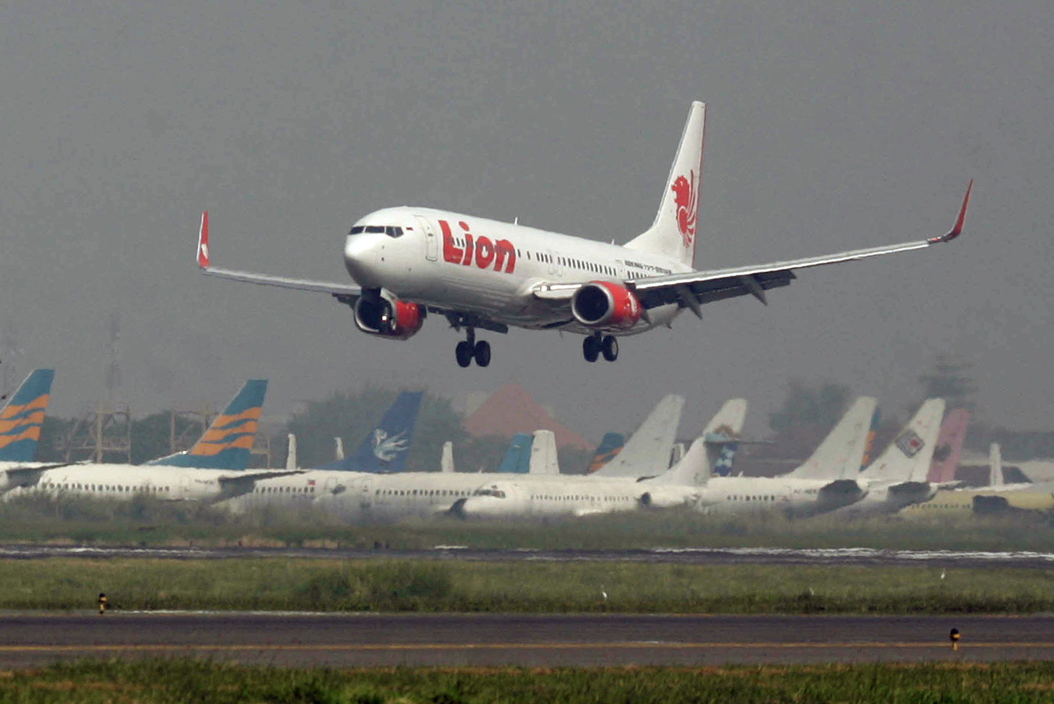 Indonesia Lion Air flight with 189 on board crashes into ...