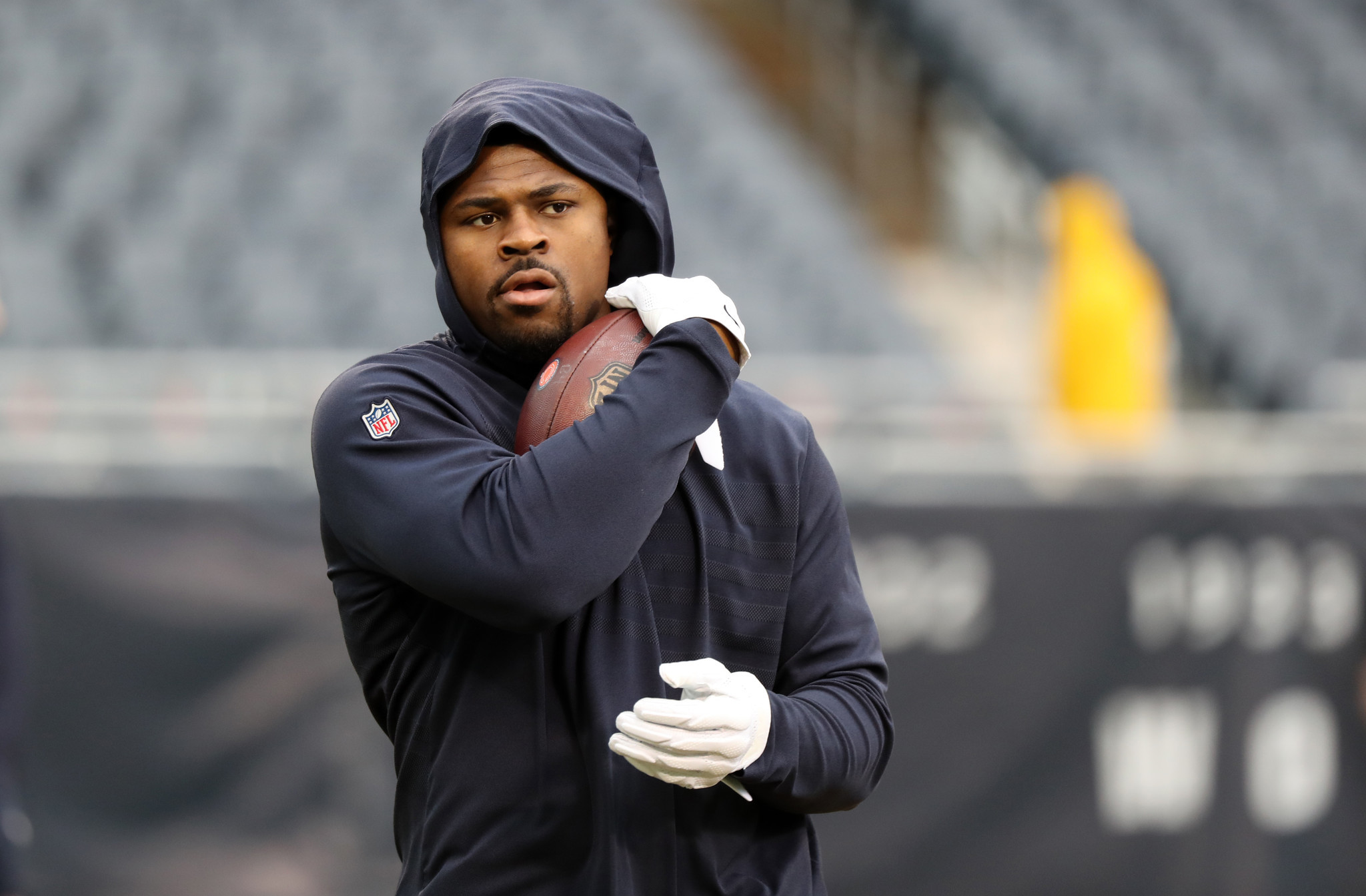 1dcfef4e56e Khalil Mack stays busy before the Jets game -- a game he sat out. (Chris  Sweda/Chicago Tribune)