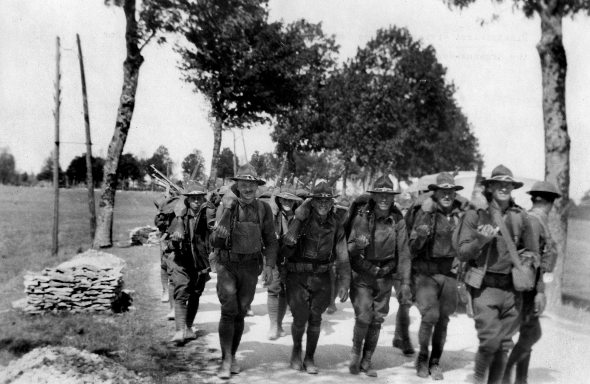 1918: Soldiers with the U.S. Army 91st Infrantry Division advance to their positions in the line for