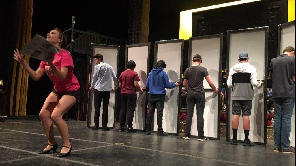 The razzle-dazzle of 'Chicago' comes to Hinsdale South ...