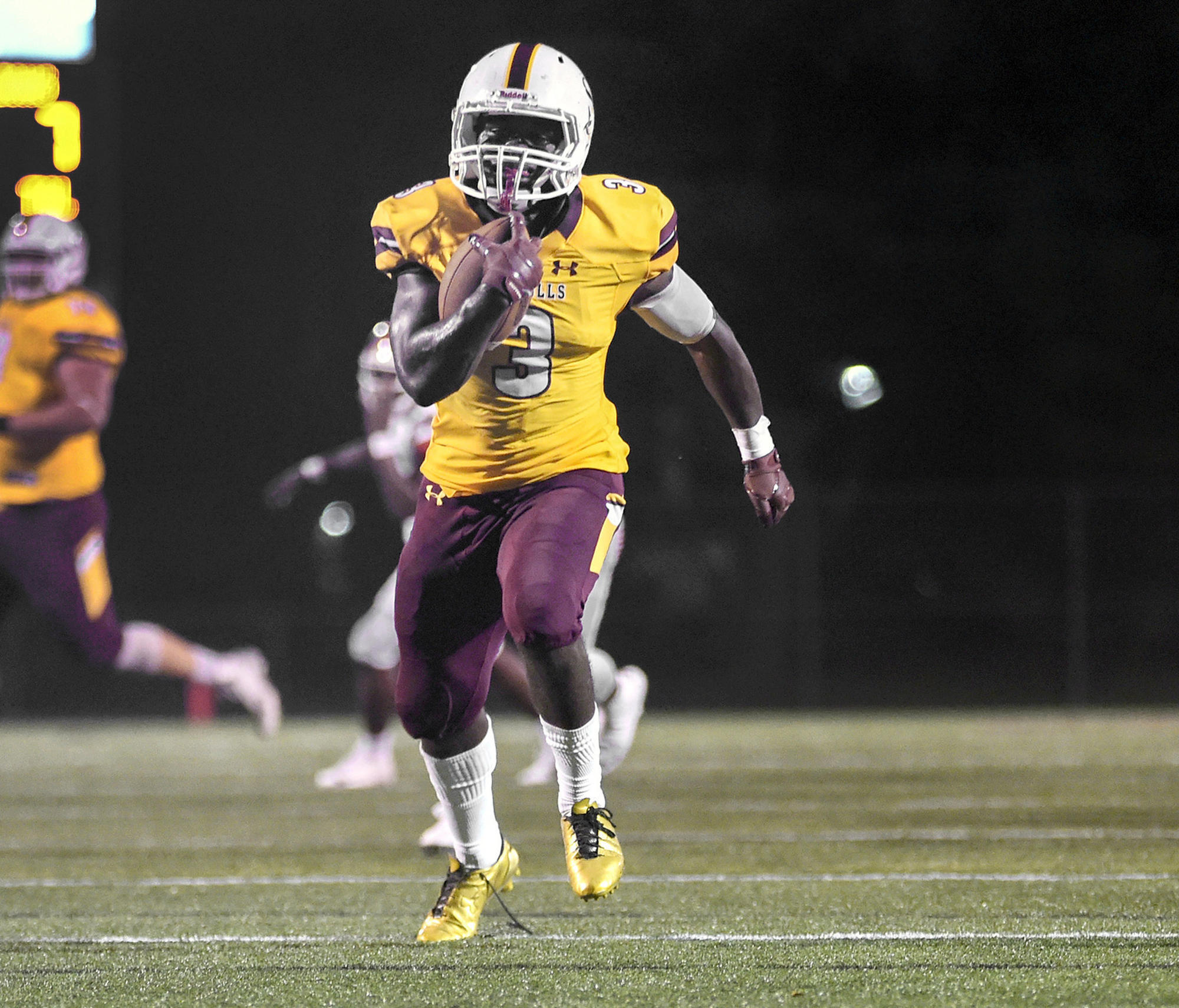 Laurel S Mufor Running Strong For Undefeated Salisbury University