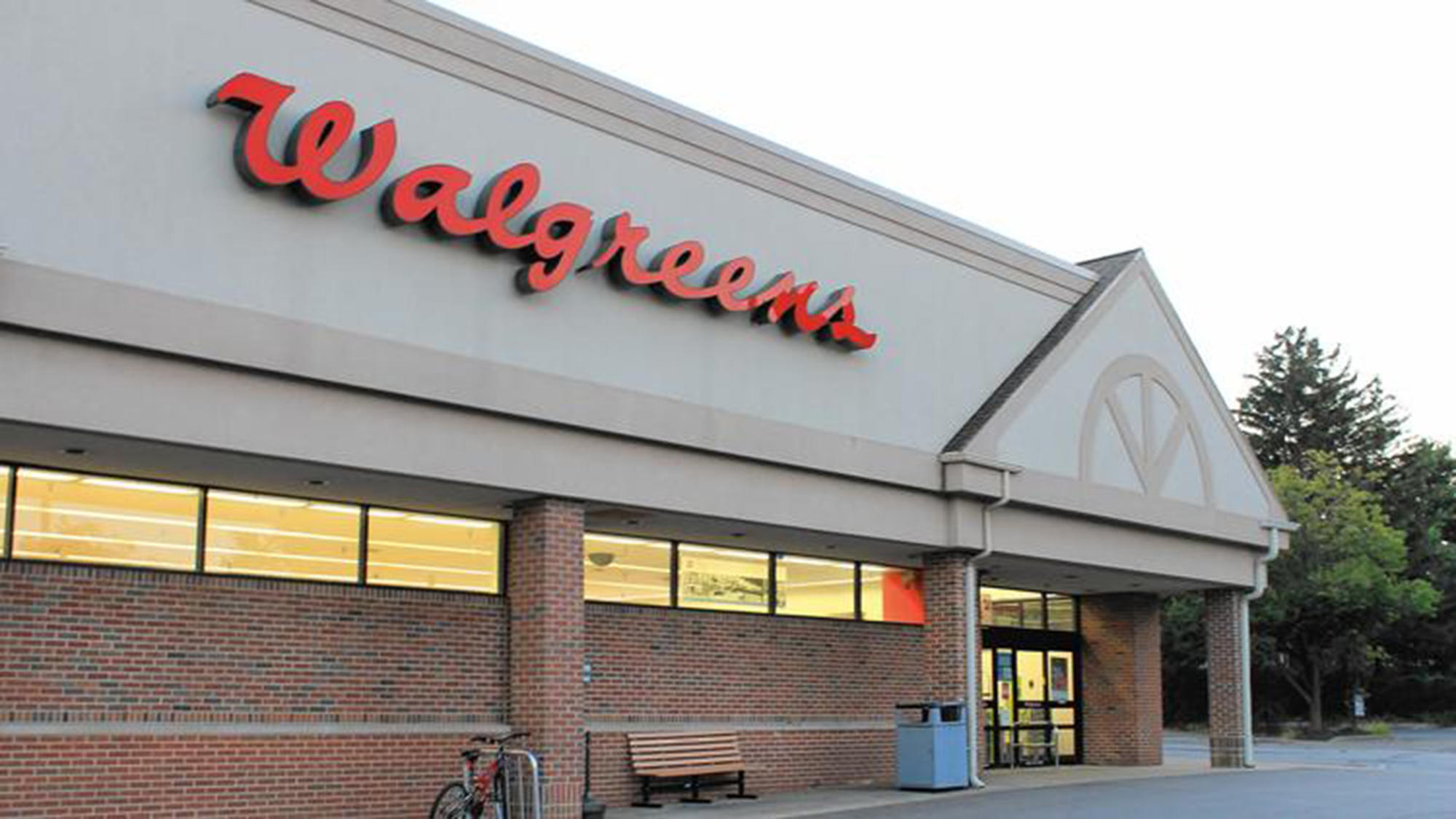 Walgreens cuts manager bonuses following employee benefit changes - Chicago Tribune