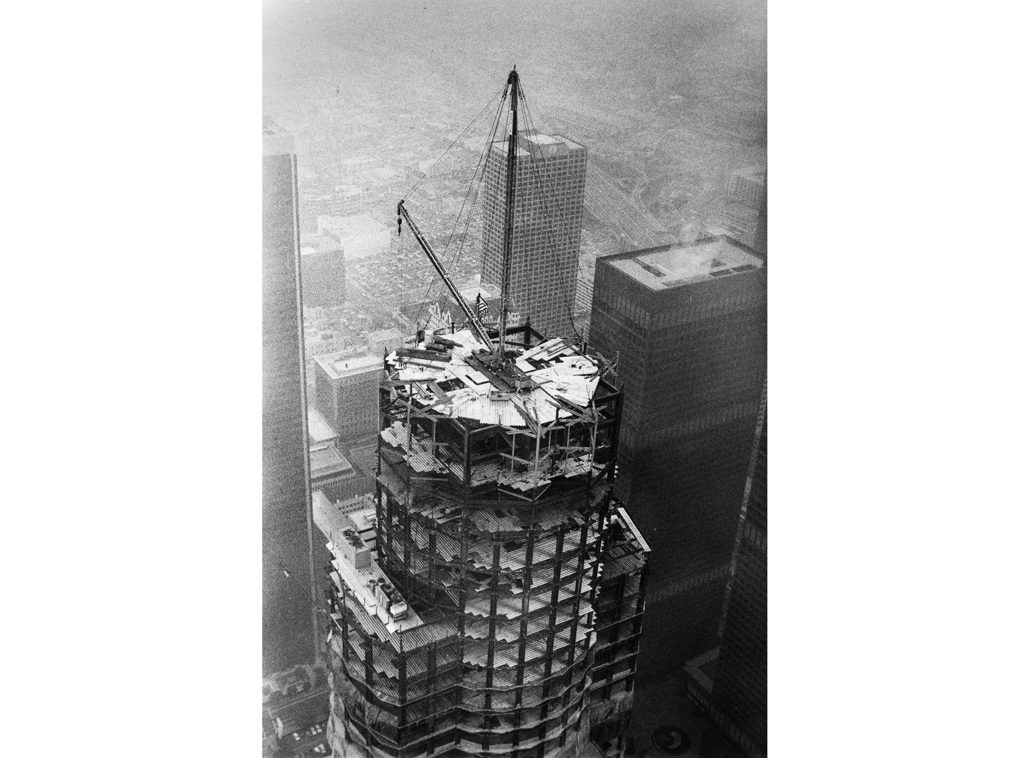 April 18, 1989: Top of the Library Tower, now U.S. Bank Tower, in downtown Los Angeles about 30 minu