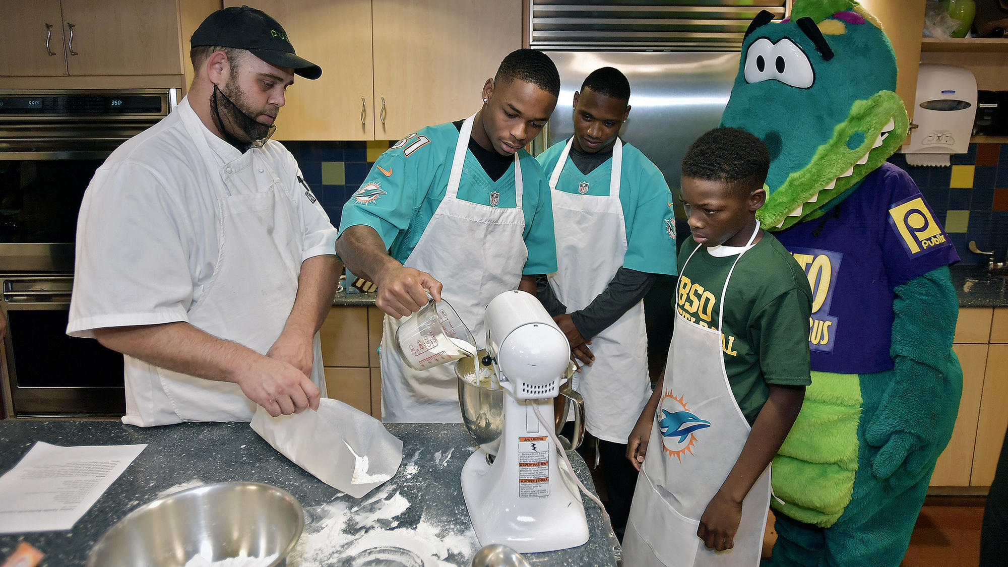 Fl-sp-dolphins-cook-off-20181113