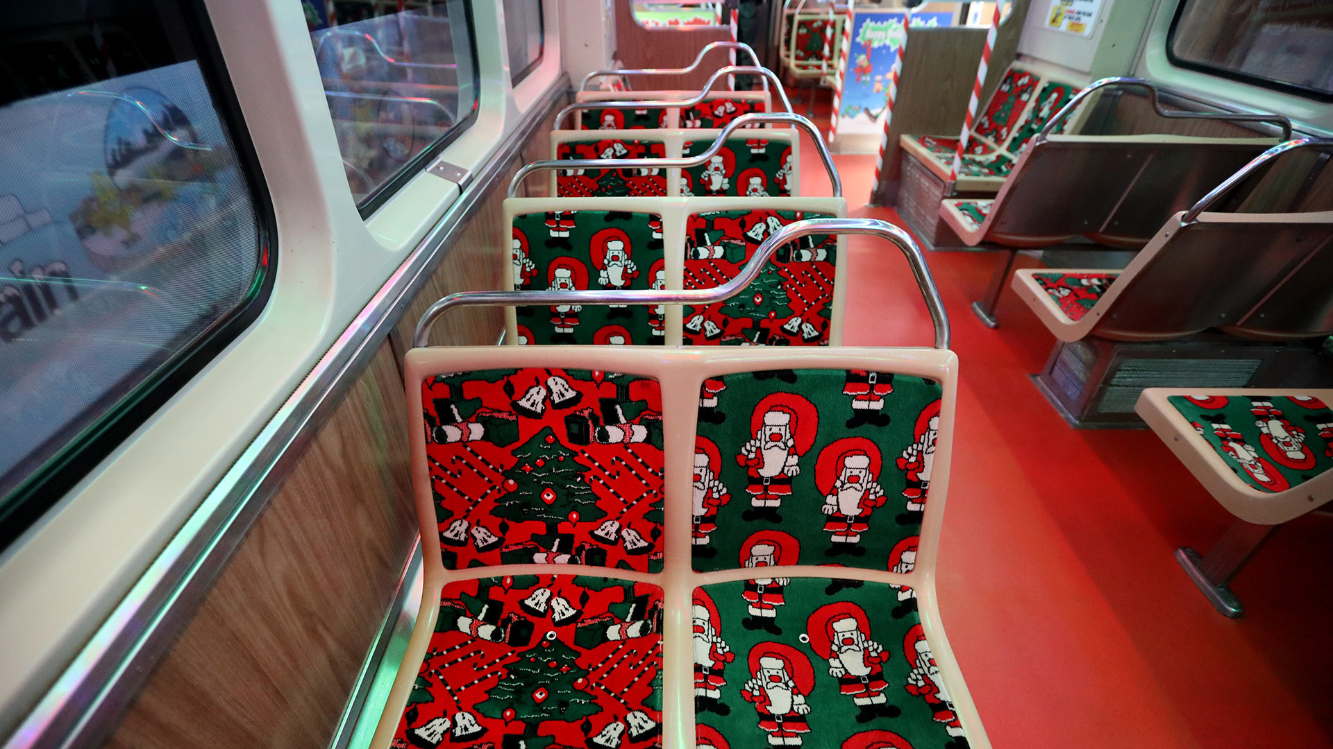 The Cta Holiday Train Returns Next Week Heres How To Ride Chicago Tribune