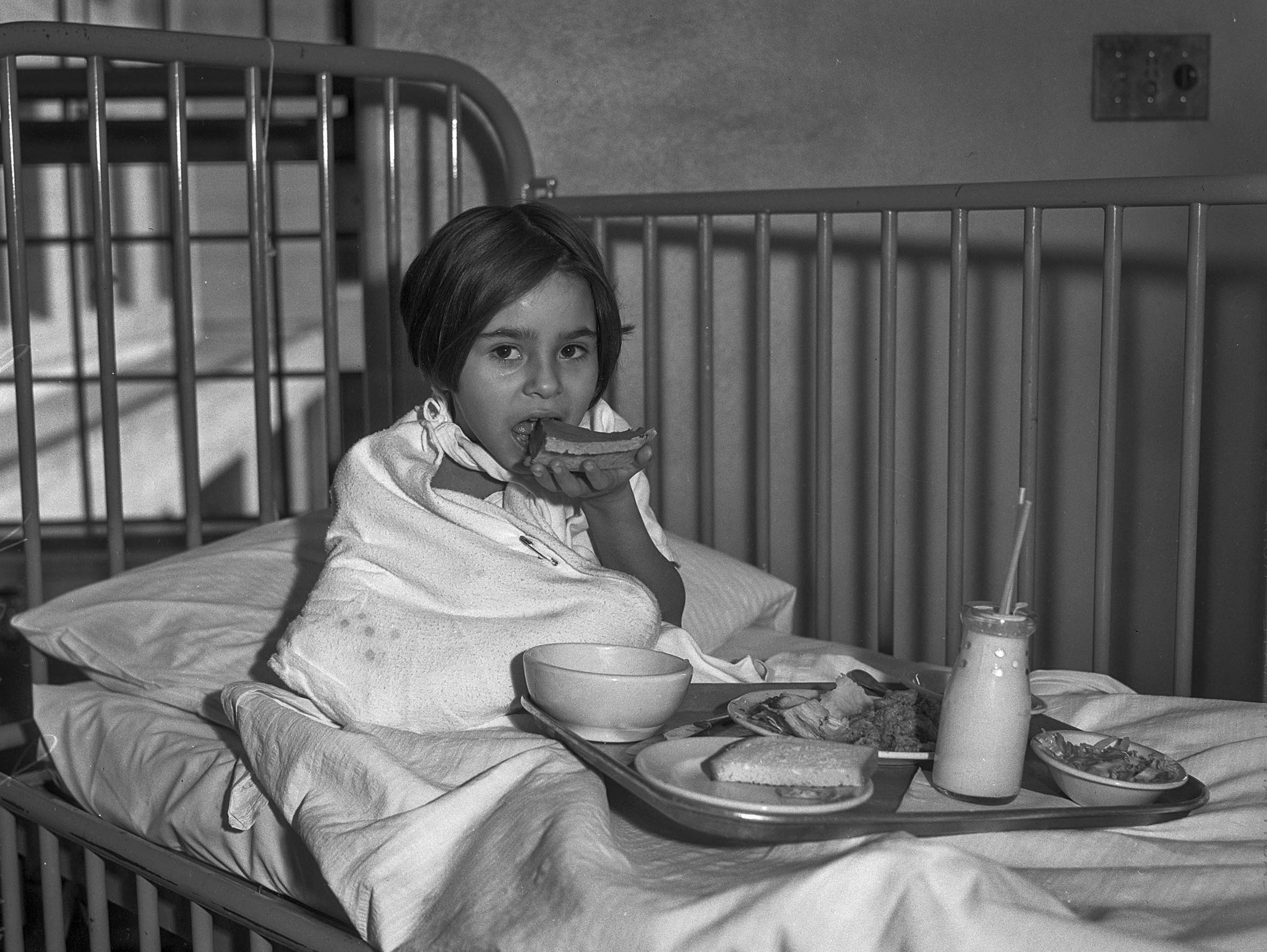 Nov. 28, 1935: Little girl, Mary Louise Varela, has Thanksgiving dinner in her bed at General Hospit