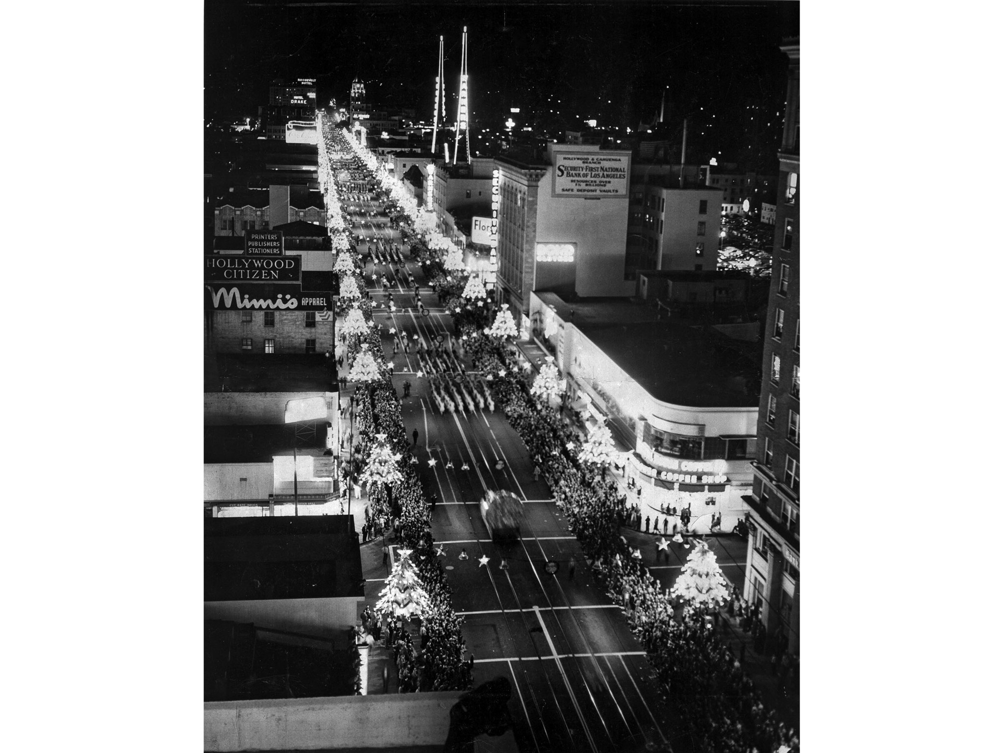 Nov. 22, 1950: The 19th annual Santa Claus Lane Parade preceeds down Hollywood Blvd. on Thanksgiving