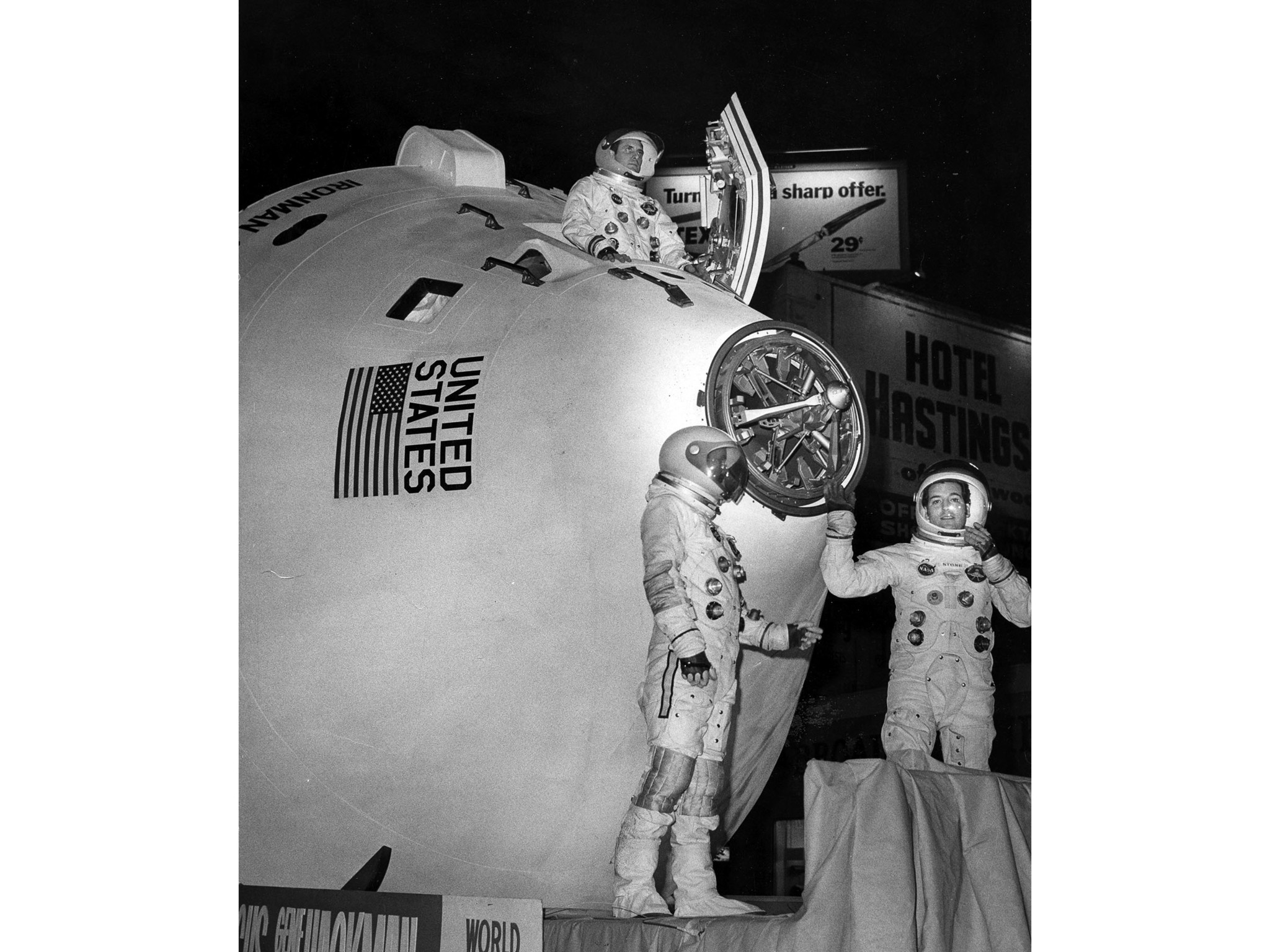 Nov. 26, 1969: Apollo capsule inspired float entitled