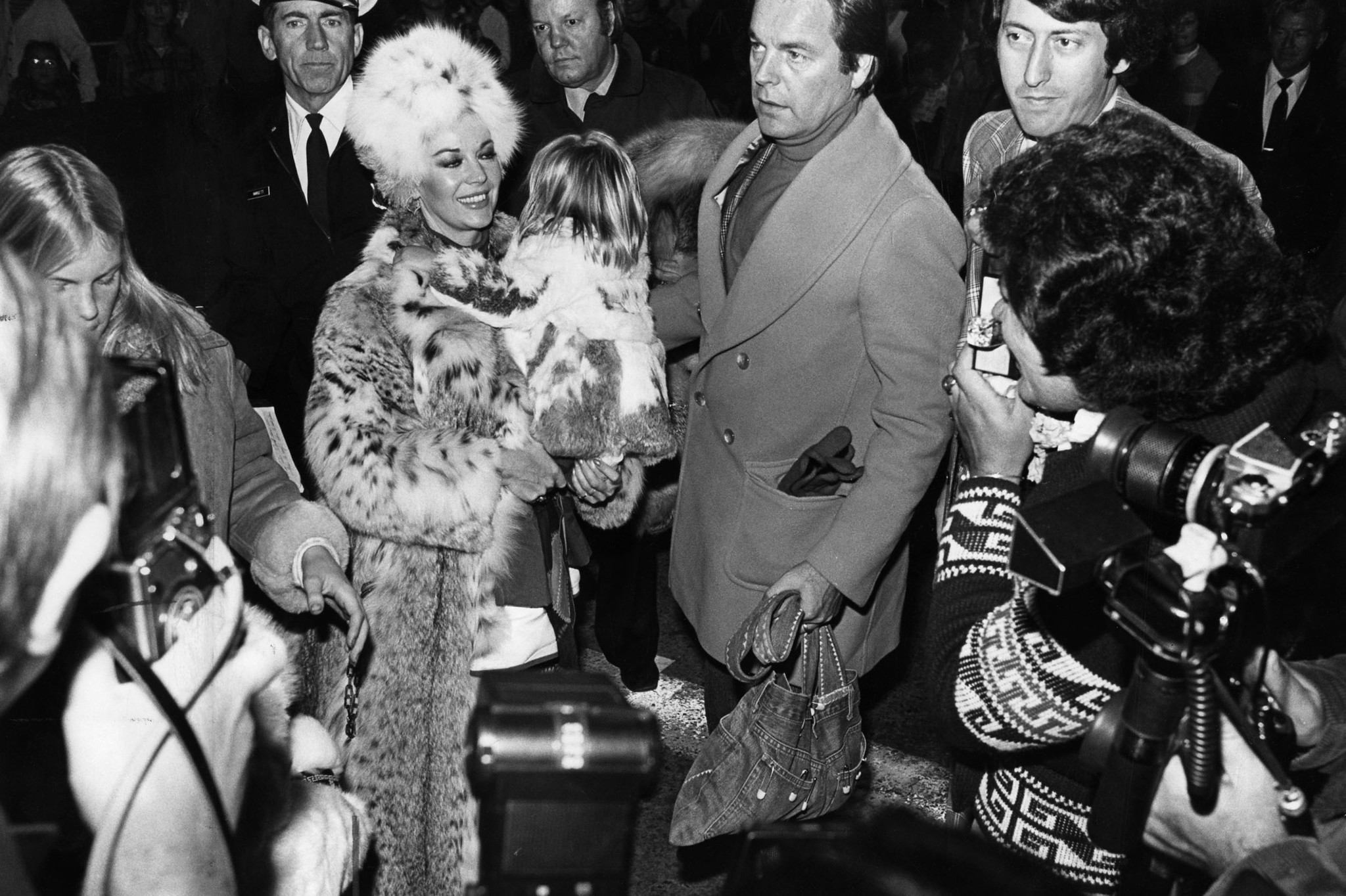 Nov. 28, 1976: Rogert Wagner and wife Natalie Wood, with youngest daughter Courtney, are mobbed by c