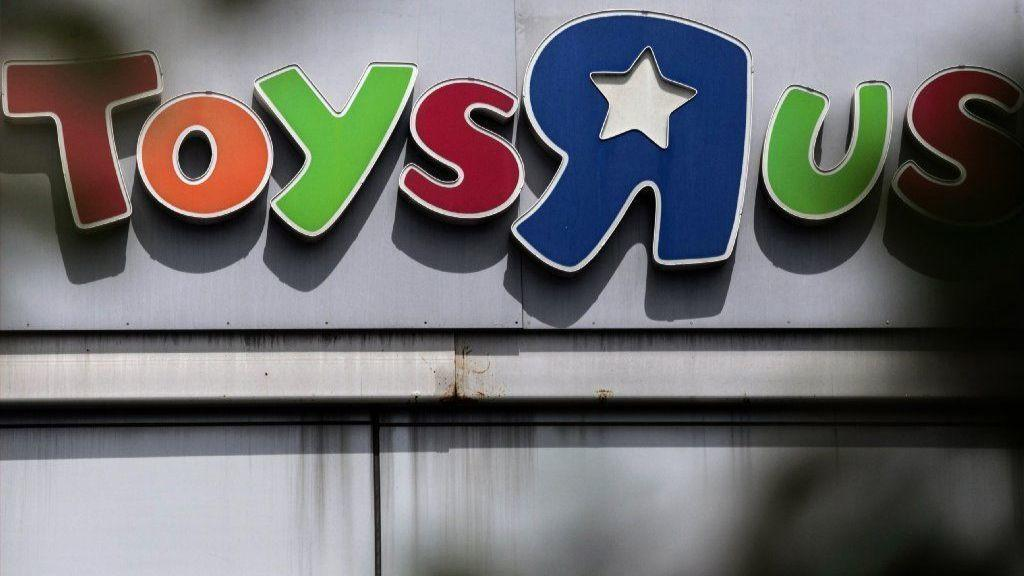 Toys R Us And Geoffrey The Giraffe Are Attempting A Comeback With