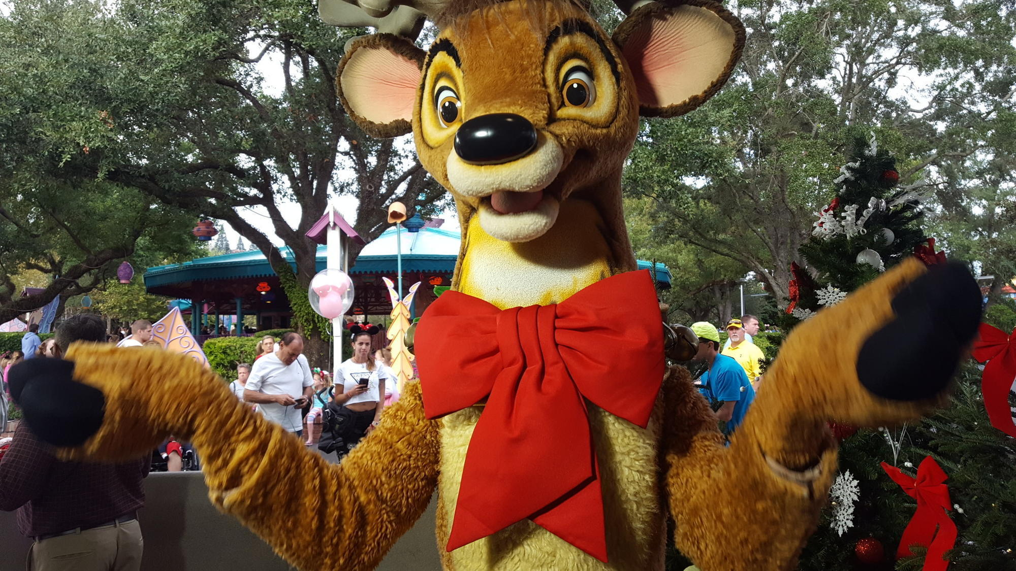 Entertainment for all ages at Mickey's Very Merry Christmas Party - Orlando Sentinel