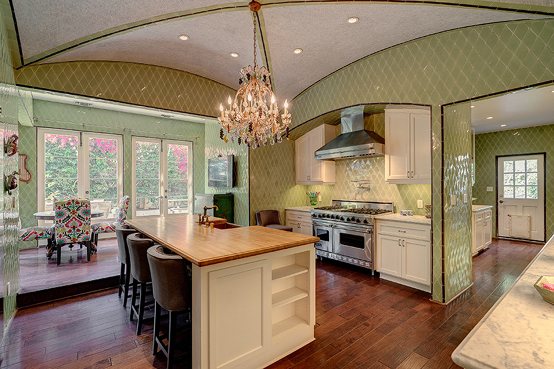 Hot Property Kirstie Alley Unveils Her Grand Villa In Los