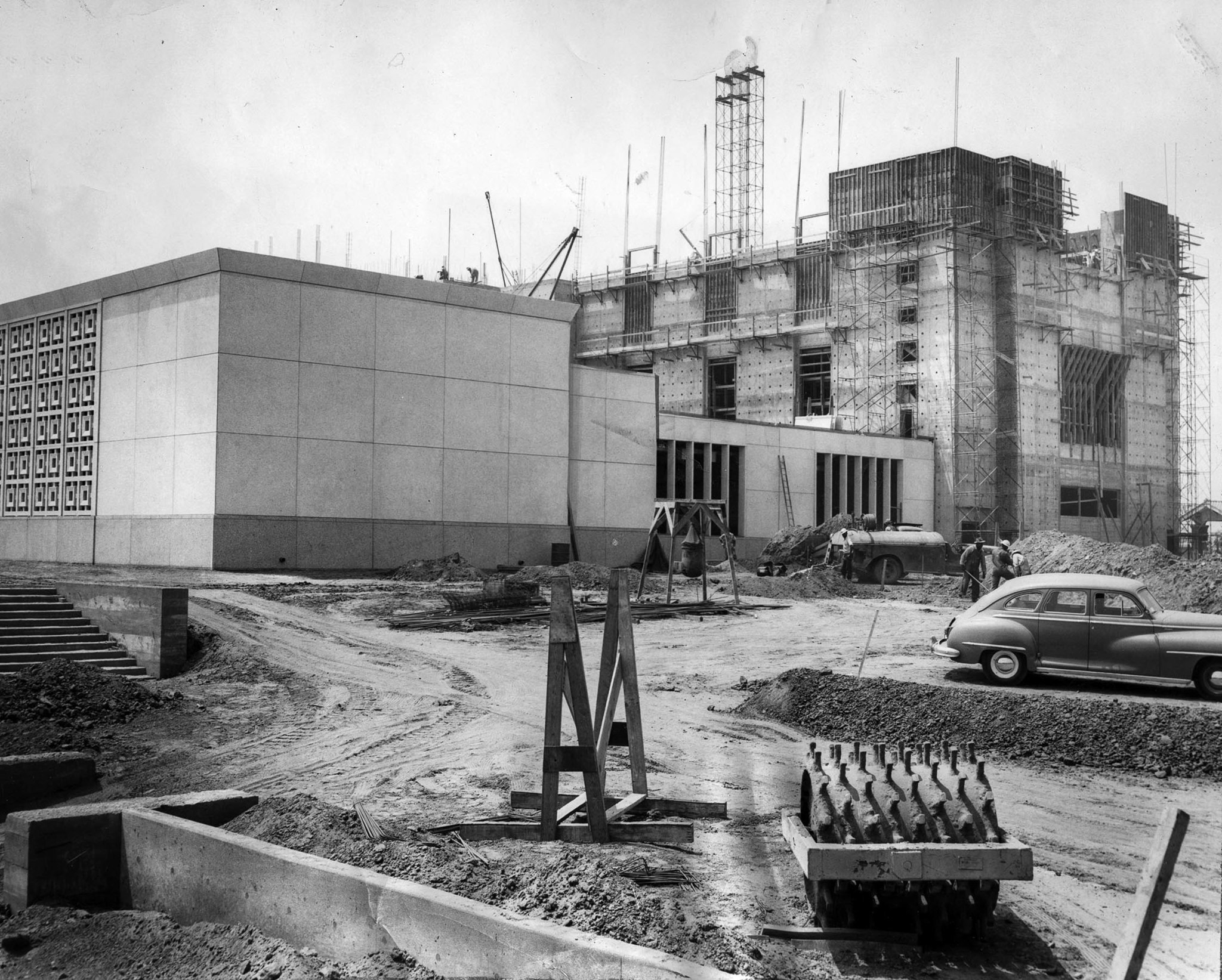 Aug. 14, 1953: East wing of Mormon Temple under construction on Santa Monica Blvd. at Selby Ave. Wor