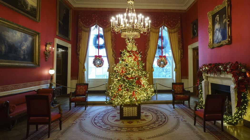 Melania Trump Gives Laura Bush A Tour Of The White House