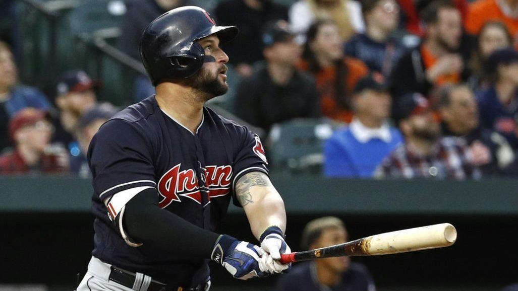 Ct-spt-white-sox-acquire-yonder-alonso-20181214