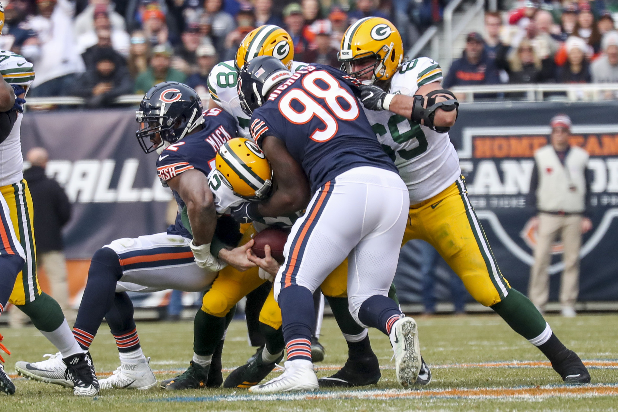 81d53010afd Khalil Mack makes the infamous back sack. (Armando L. Sanchez/Chicago  Tribune)