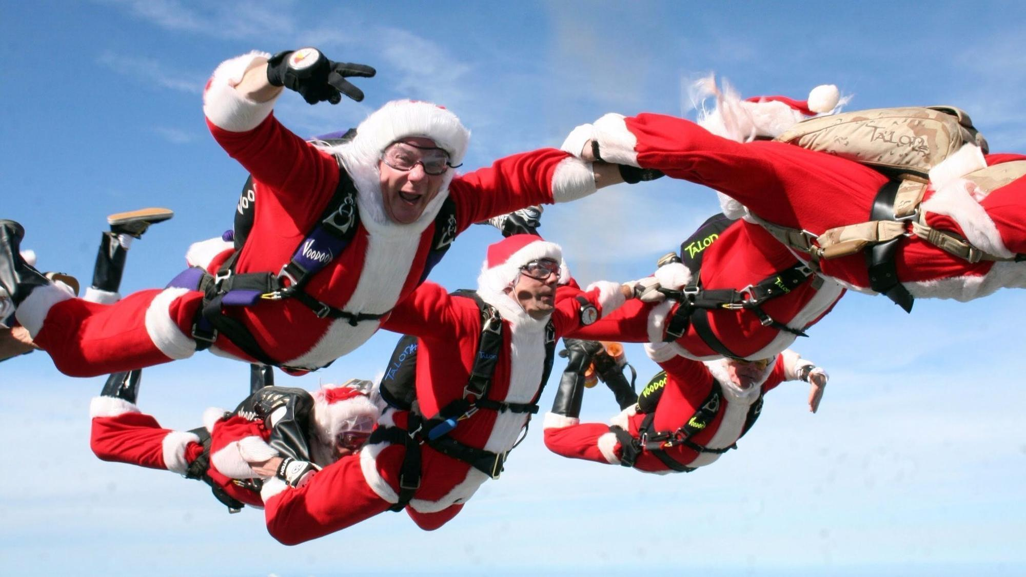 Santas Taking To The Sky Jumping Out Of Planes At Cocoa Beach Orlando Sentinel