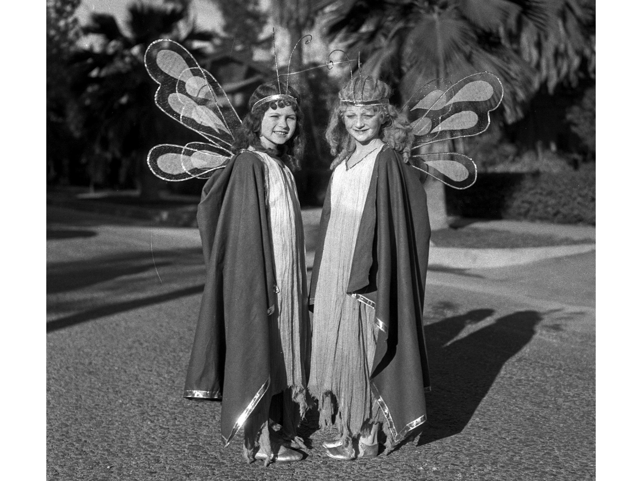 Jan. 2, 1933: Fairies Dorothy Jean Durand and Mary McCrory pose for photographer before the Tourname