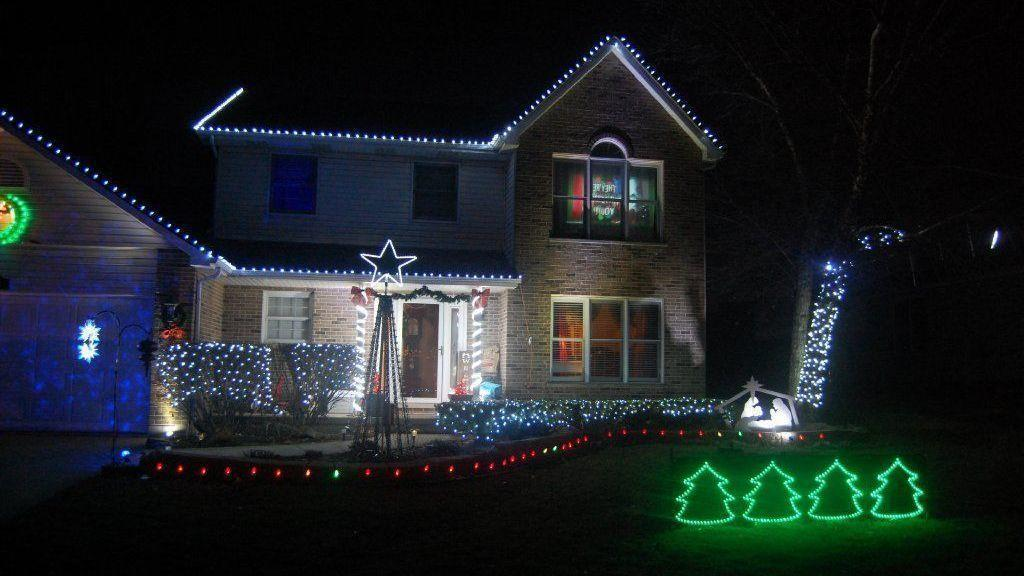 Lockport man syncs Christmas light show at his house to radio broadcast