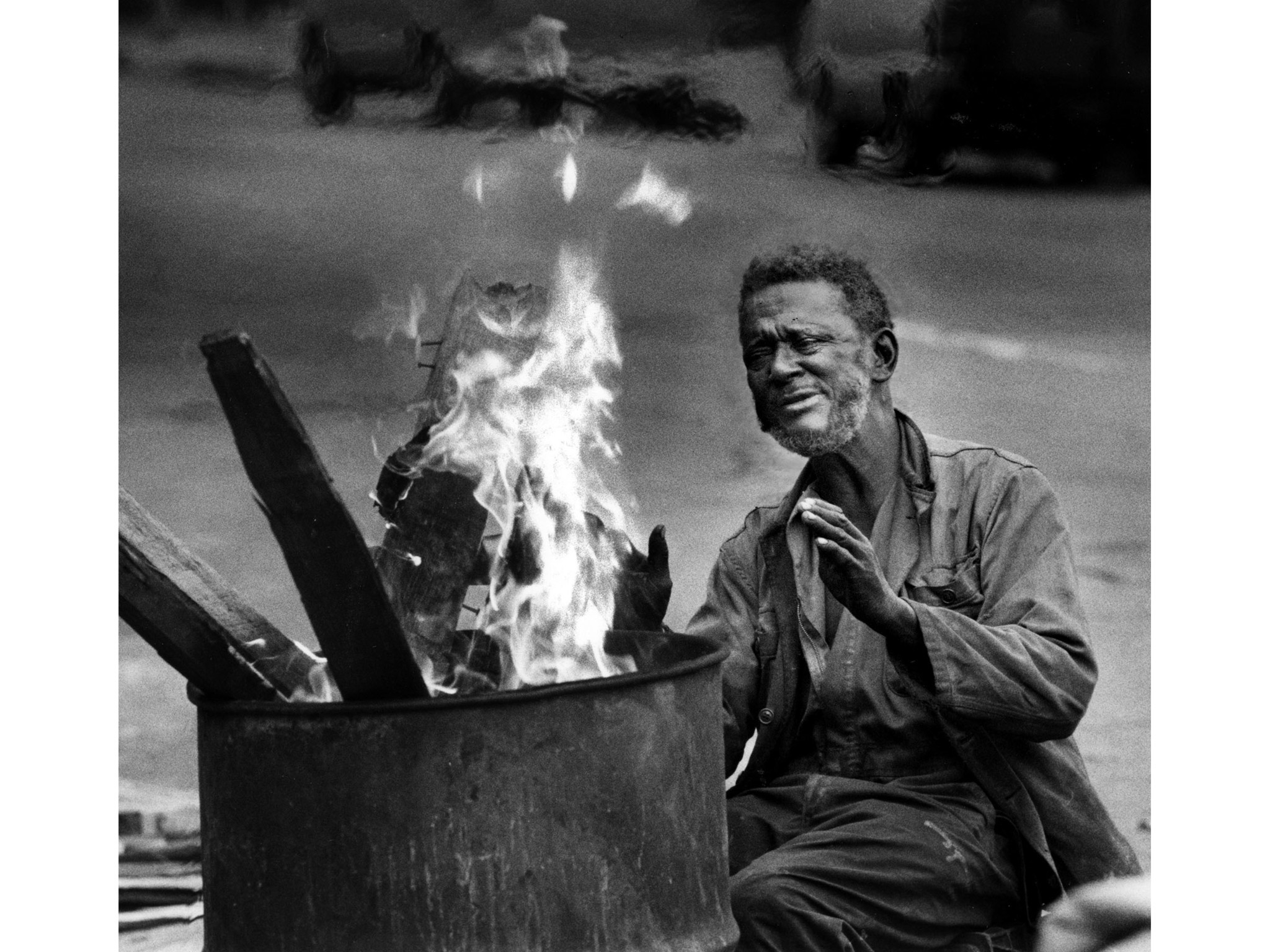 Dec. 28, 1988: Audridge Robertson keeps warm by a fire in downtown Los Angeles. This photo appeared