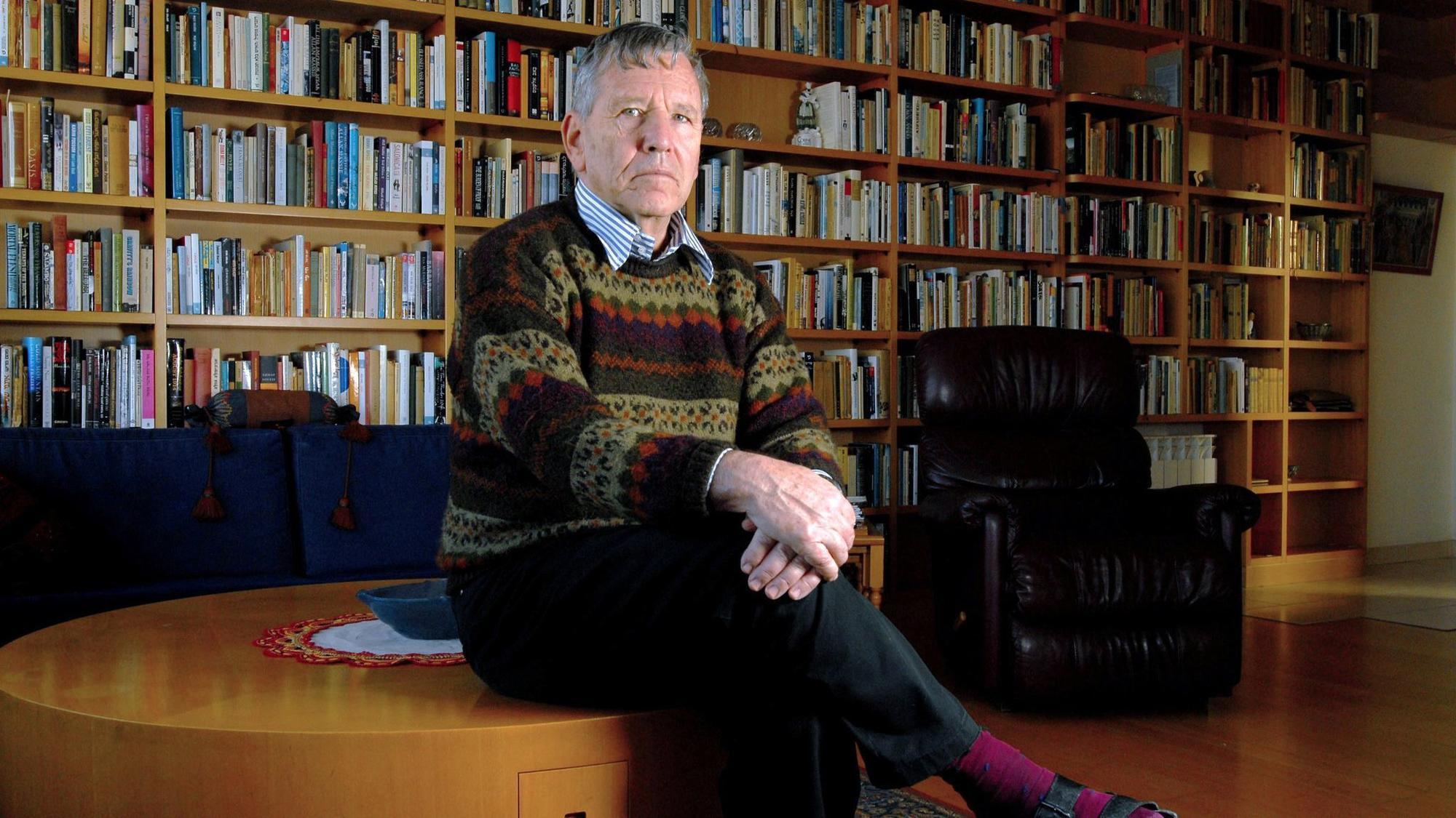 amos oz  israeli novelist who wrote of striving and