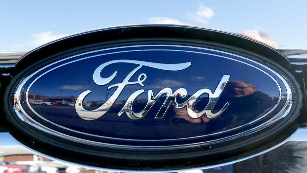 Ford Recalling Nearly 1 Million Vehicles To Replace Air Bag Inflators Chicago Tribune