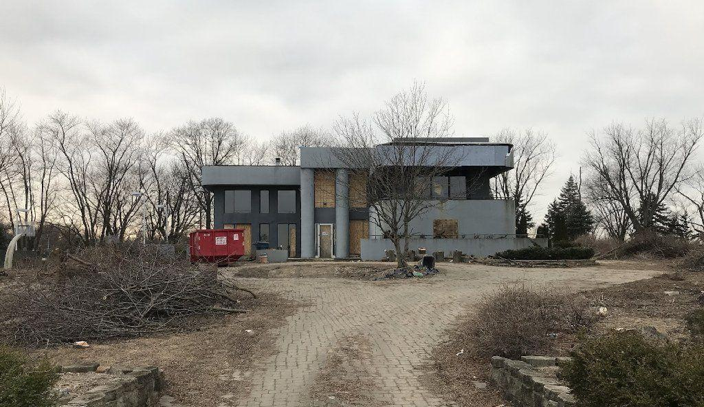 Slowik: Former NBA player's long-vacant home near Homewood-Flossmoor appears to be getting a ...