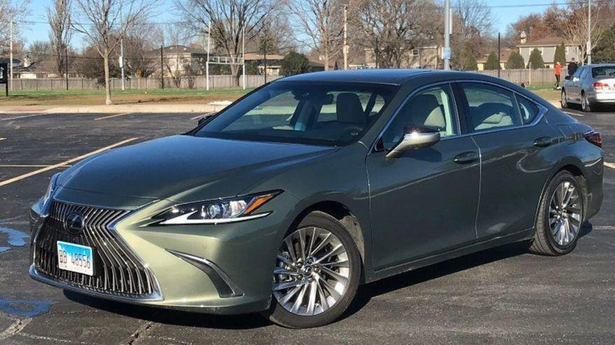 2019 Lexus Es 350 Review Sedan Gets Lost Between The Old And New Chicago Tribune